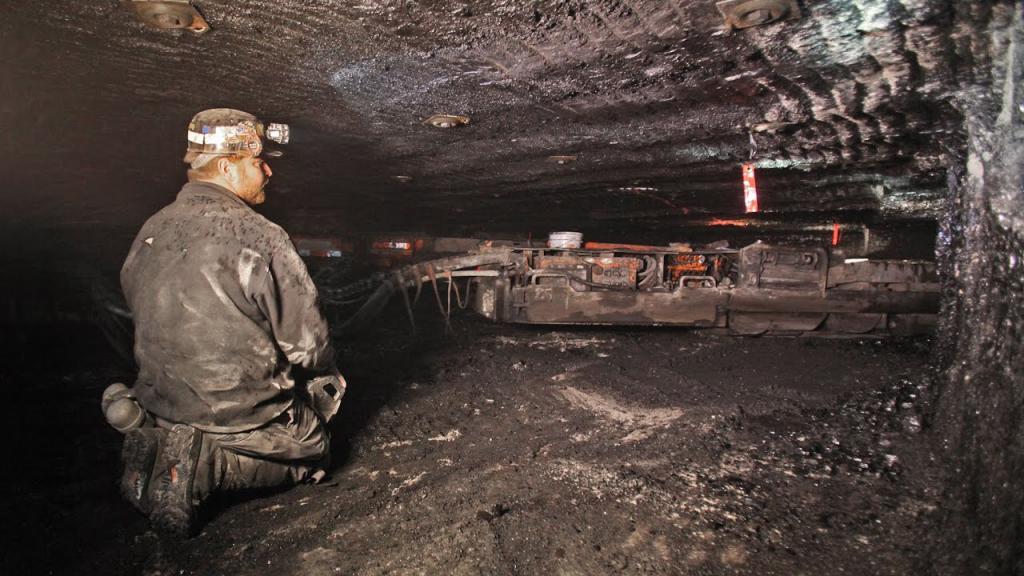 wydobycie węgla w kopalniach