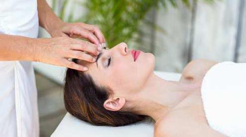 massaggio linfodrenante agli occhi