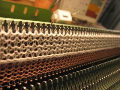 pletenje na stroju za pletenje