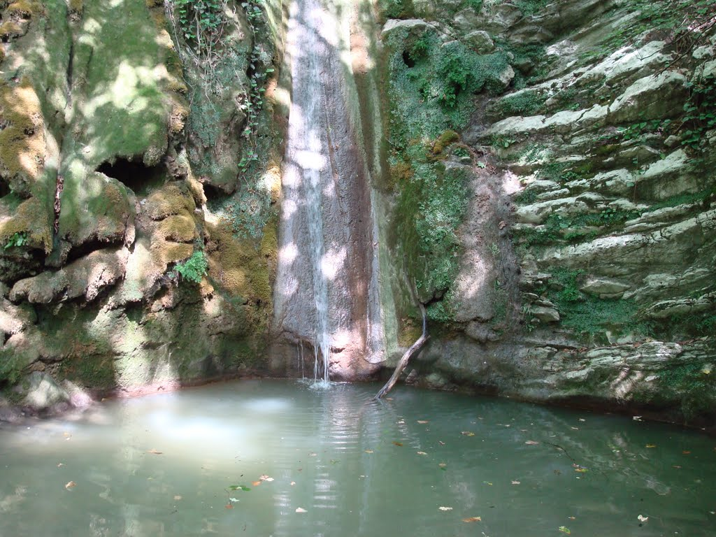 Panorama della cascata nella gola di Mamedov