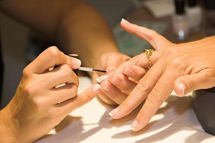 rodzaje manicure na krótkie paznokcie