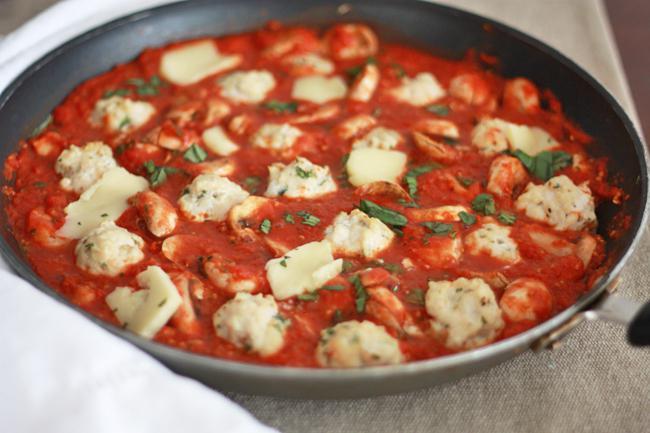 klopsy z kurczaka w sosie pomidorowym