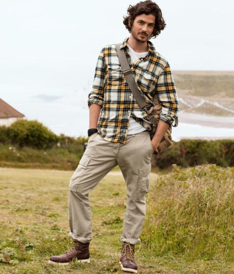 Карго панталони за мъже с какво да се носят.