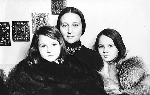 Mikaela Drozdovskaya vita personale
