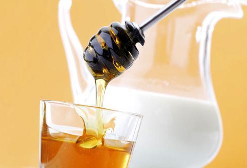 latte con miele durante la notte