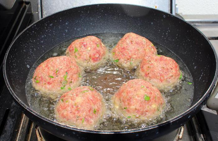 готвене на пилешки котлети от мляно месо във фурната