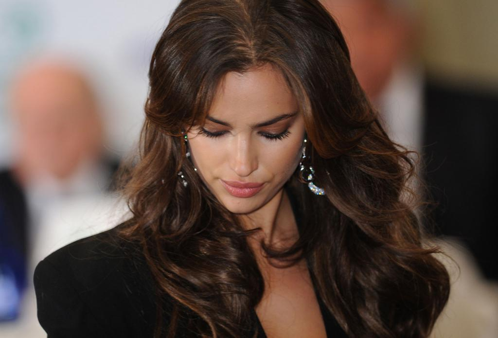 Irina Shayk con i capelli lunghi