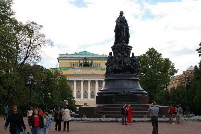 spomenik Catherine 2 v Sankt Peterburgu opis