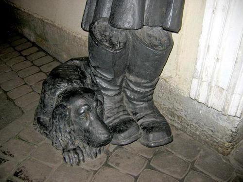 monumenti agli eroi letterari in Russia