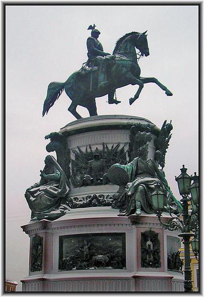 spomenik nikolaju i v Petersburgu