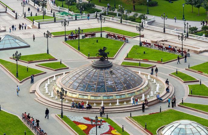 Trg Manežnaja sada