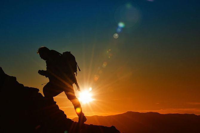 сан се пење на планину