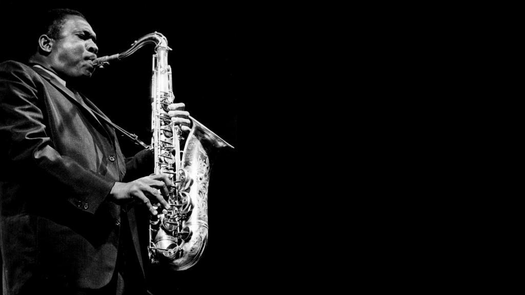 Il musicista blues suona il sassofono