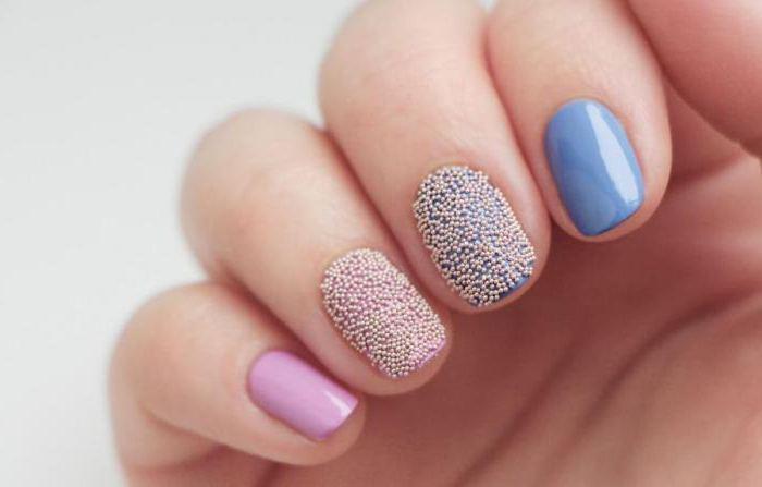 design delle unghie con brodo