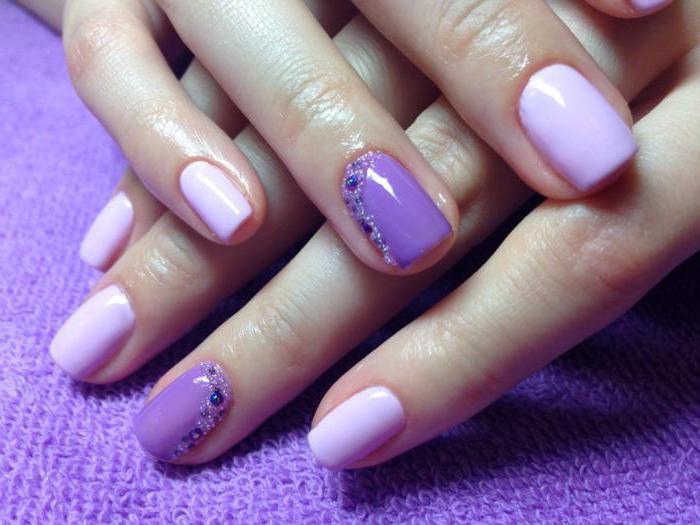 design delle unghie con strass e bouillon