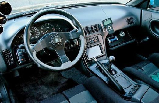 macchine Nissan
