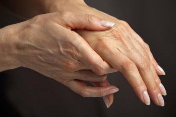 прсти узрока укочености ноћу