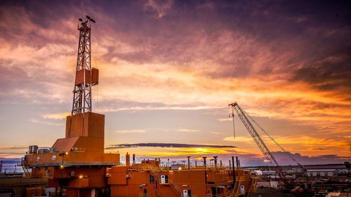 в Баку е построена първата петролна кладенец