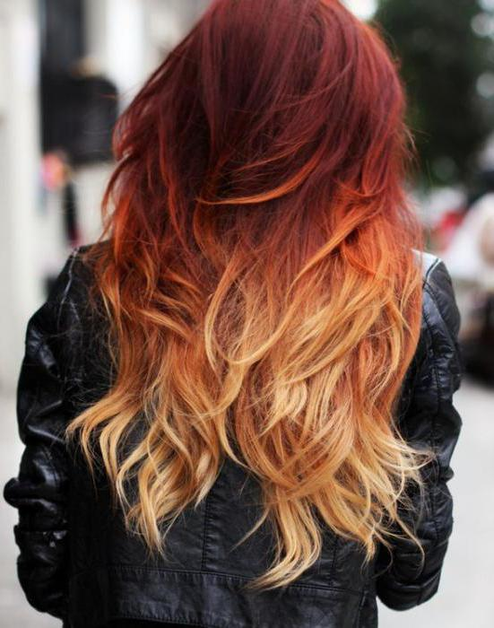 červený ombre na tmavých vlasech