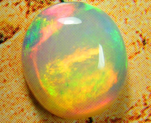 Ognisty opal