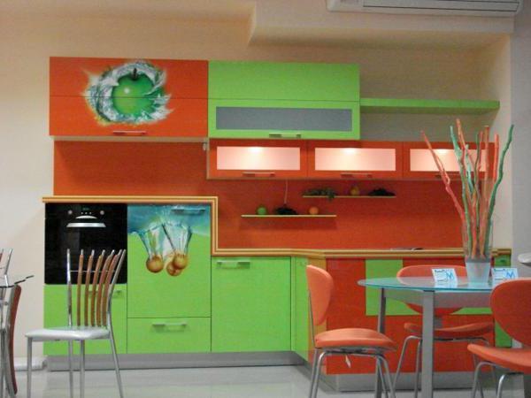 cucina arancione verde