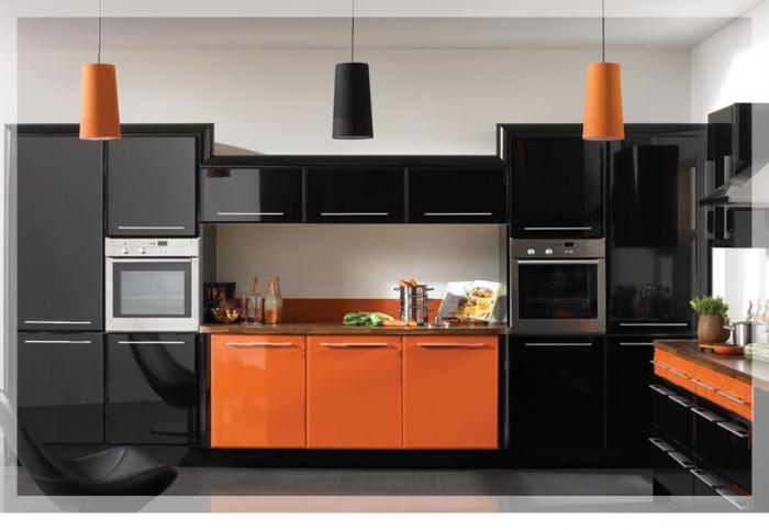 cucina arancione all'interno