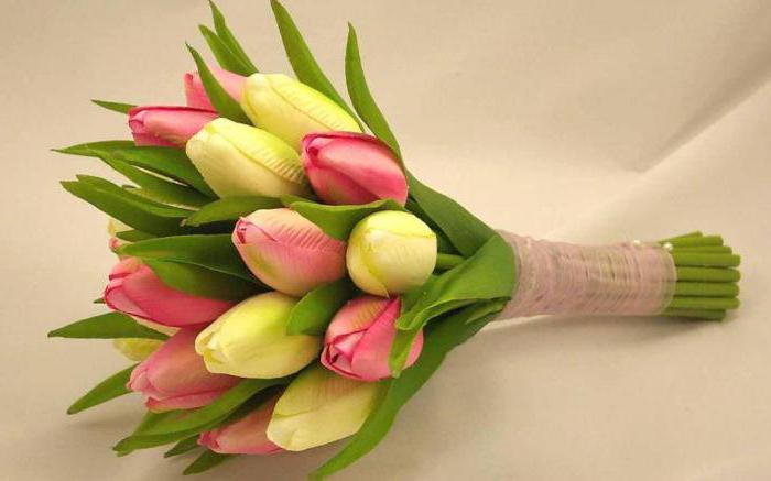 vjenčani buket bijelih tulipana