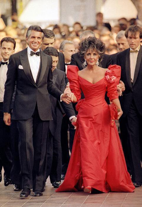 vestito rosso sul tappeto rosso