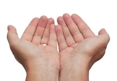 ръката преследва деца