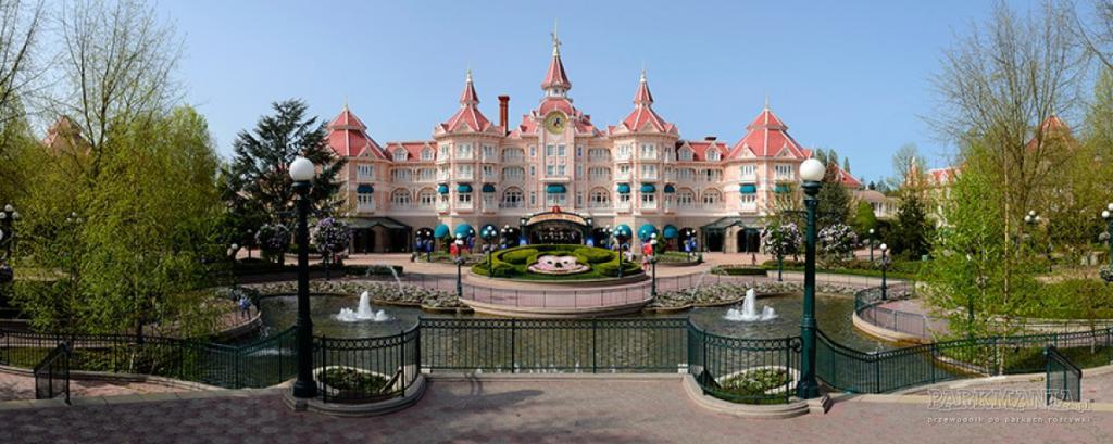 "Hotel ""Disneyland"""
