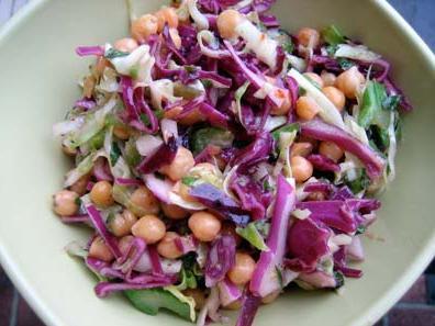insalata con piselli e cavoli