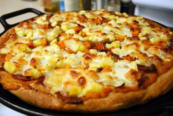 как да се готви пица пица с ананас