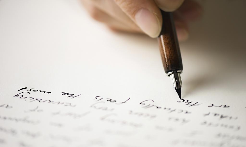 Avtor piše pesem