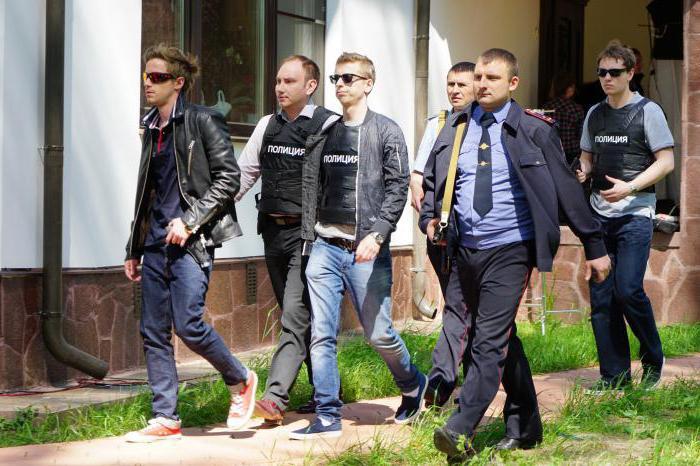 poliziotto con recensioni di rubli