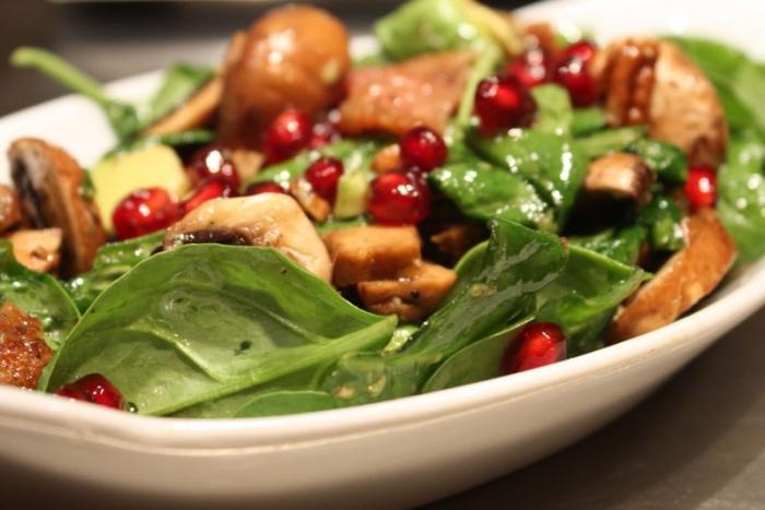 Salata s narom i gljivama