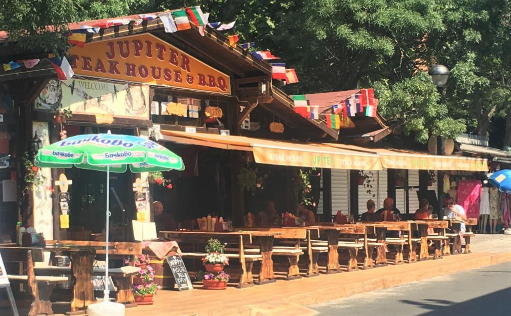 Obalni barovi i restorani Pomorie