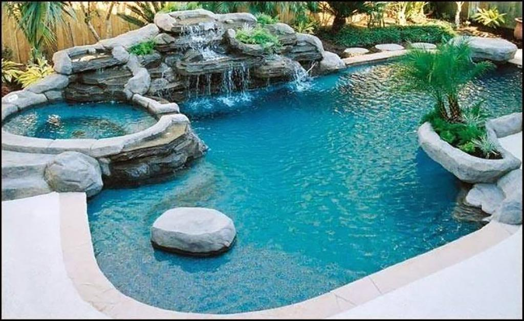 Kamen okrašen bazen