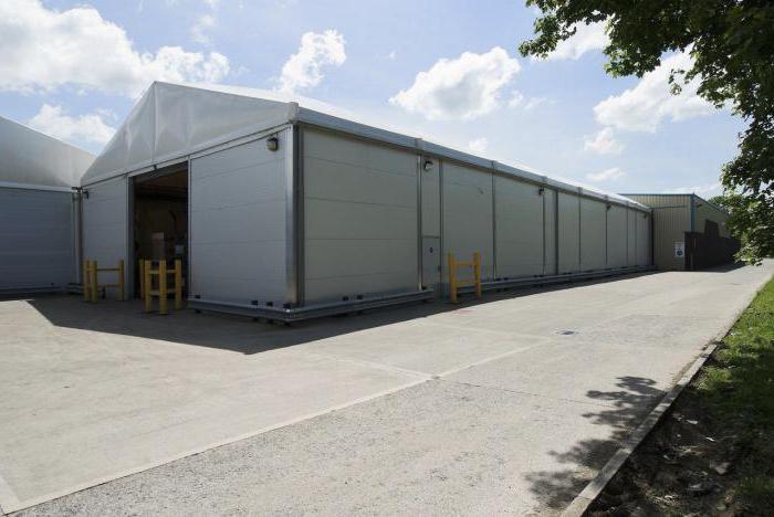 tenda per hangar costruita in fretta