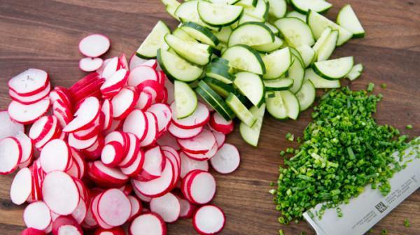 salata od rajčica i rotkvica