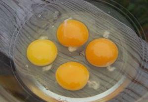 w jaki sposób surowe jaja kurze są przydatne?