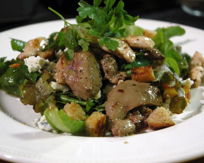 topla salata od pileće jetre