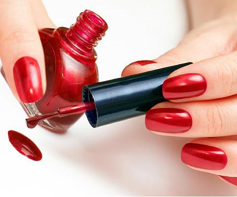 foto di manicure rosso