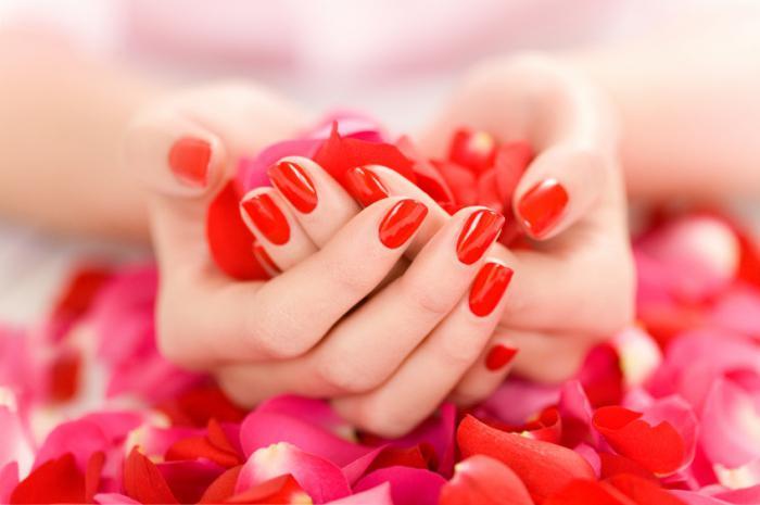 unghie manicure rossa