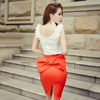 czerwona spódnica ołówkiem zdjęcie