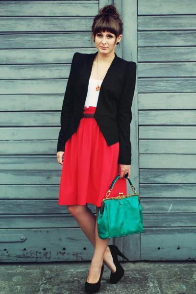 Czerwona spódnica z tym, co nosić zdjęcie