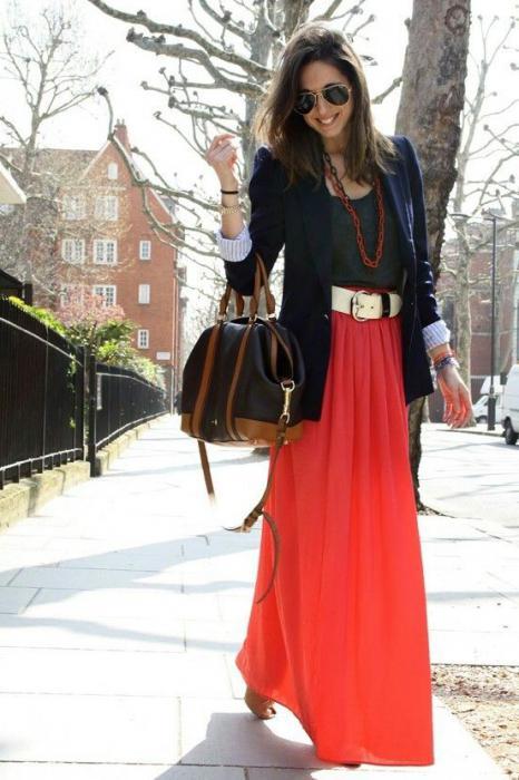 długa czerwona spódnica