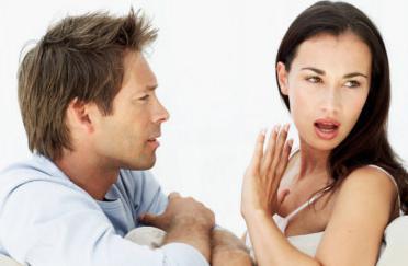 izlazi s oženjenim muškarcem on je ljubomoran