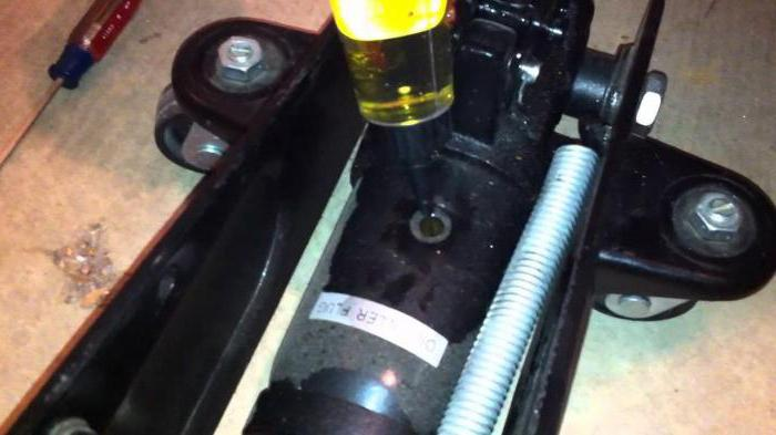 riparazione del martinetto idraulico