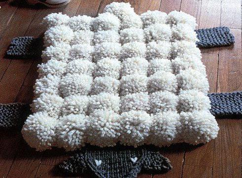 il tappeto per bambini fatto con i pompon fai da te