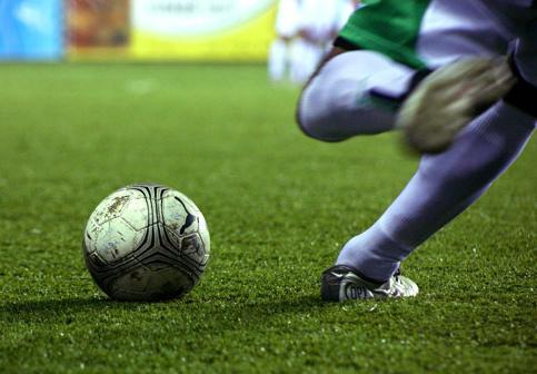come colpire la palla nel calcio